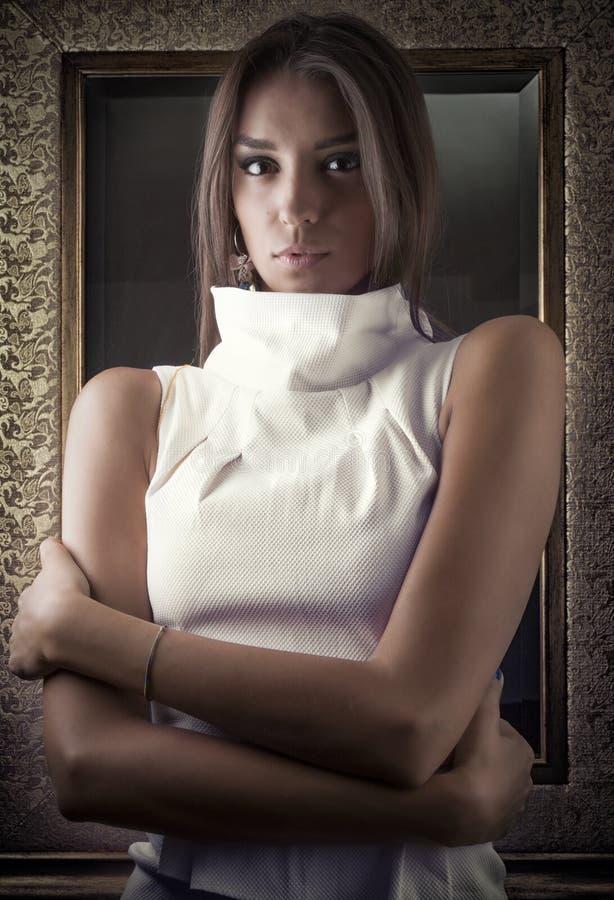 Πορτρέτο του όμορφου κοριτσιού στοκ φωτογραφία με δικαίωμα ελεύθερης χρήσης