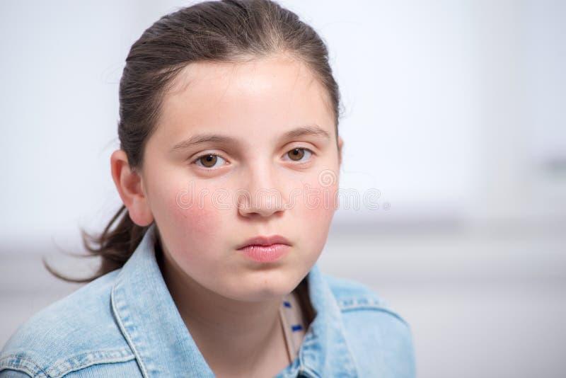Πορτρέτο του όμορφου λυπημένου κοριτσιού εφήβων στοκ φωτογραφίες με δικαίωμα ελεύθερης χρήσης
