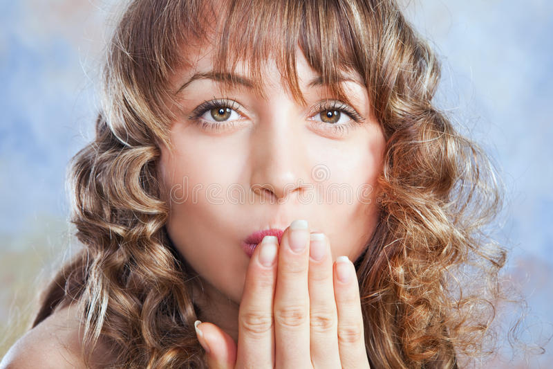 πορτρέτο του όμορφου ξανθού κοριτσιού στοκ εικόνα