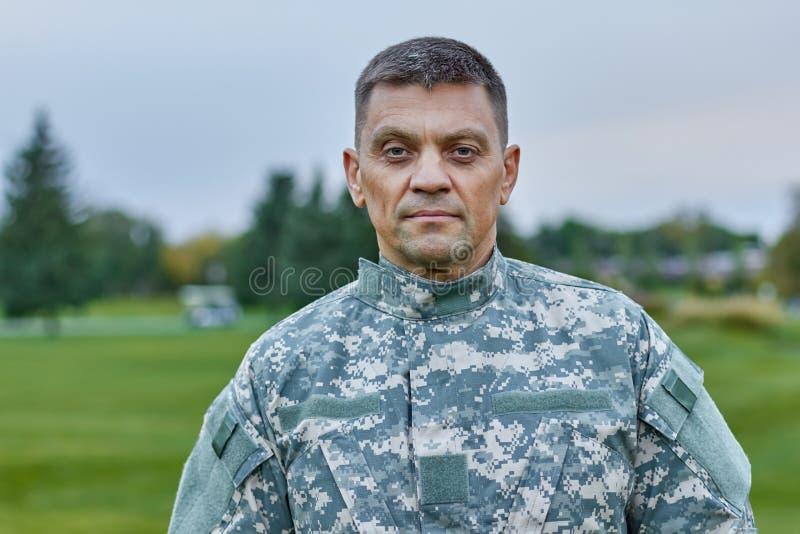 Πορτρέτο του ώριμου καυκάσιου στρατιώτη στοκ φωτογραφίες