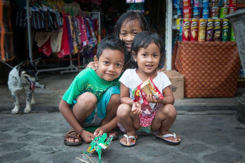 Πορτρέτο τριών ινδονησιακών αμφιθαλών που θέτουν για μια φωτογραφία στοκ φωτογραφίες με δικαίωμα ελεύθερης χρήσης