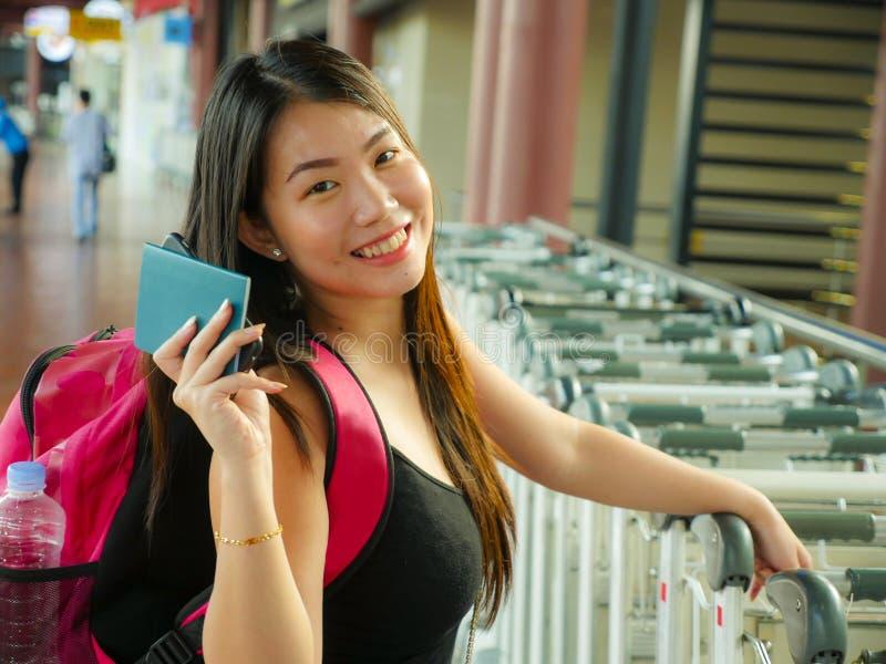 Πορτρέτο τρόπου ζωής της νέας ευτυχούς και ελκυστικής ασιατικής κινεζ στοκ εικόνα με δικαίωμα ελεύθερης χρήσης