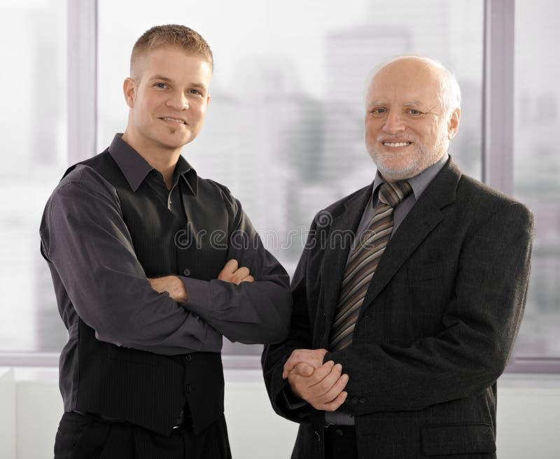 Πορτρέτο των ανώτερων και κατώτερων επιχειρηματιών στοκ εικόνα με δικαίωμα ελεύθερης χρήσης