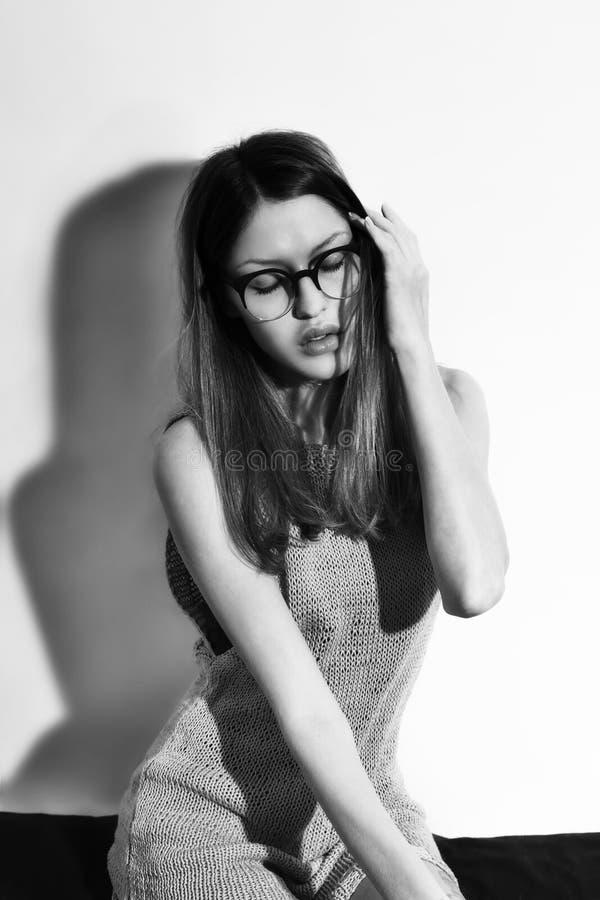 Πορτρέτο των γυναικών που φορούν eyeglasses στοκ φωτογραφία με δικαίωμα ελεύθερης χρήσης