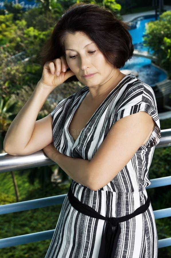 Πορτρέτο των καπνών γυναικών στοκ φωτογραφίες με δικαίωμα ελεύθερης χρήσης