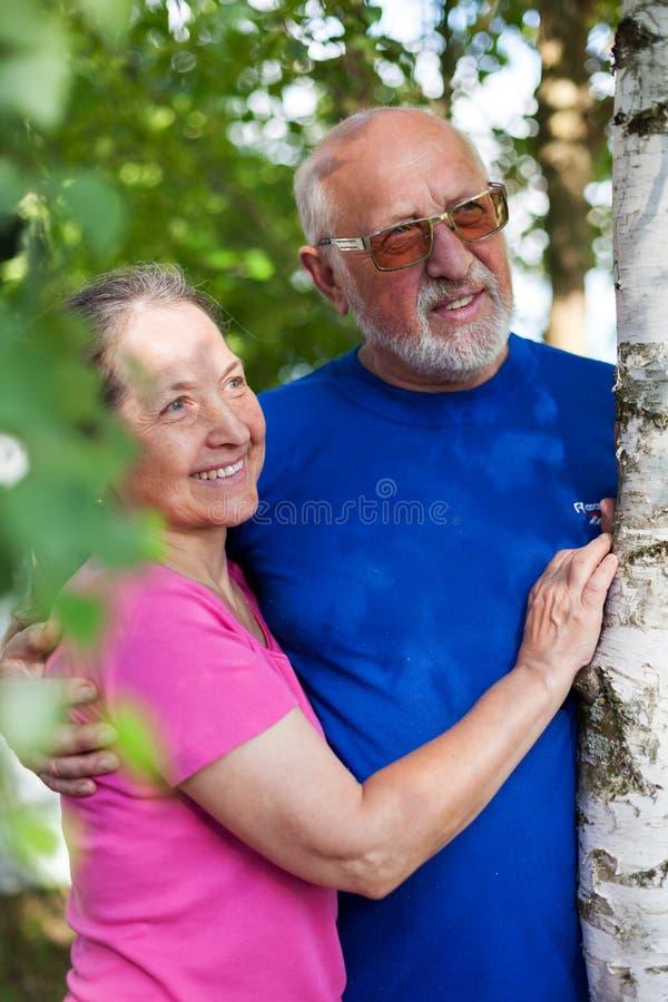 Πορτρέτο χαριτωμένων ηλικιωμένων ανδρών και γυναικών στοκ φωτογραφίες με δικαίωμα ελεύθερης χρήσης