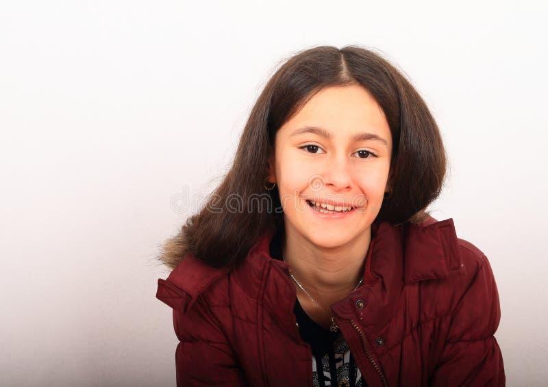 Πορτρέτο όμορφου κοριτσιού με χειμερινό μπουφάν στοκ φωτογραφίες με δικαίωμα ελεύθερης χρήσης