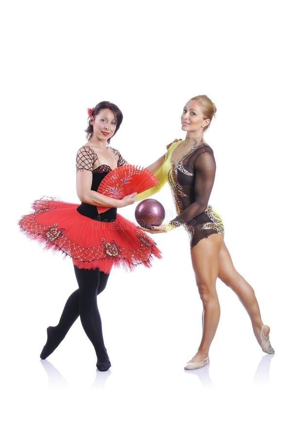 Πορτρέτο όμορφων rhytmic gymnast και του ballerina στοκ εικόνες