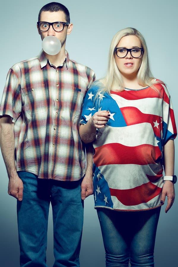 Πορτρέτο δύο hipsters που έχει τη διασκέδαση στοκ εικόνες