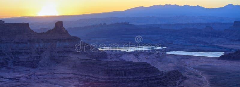 Πορφυρές λίμνες ανθρακικού καλίου στοκ εικόνα με δικαίωμα ελεύθερης χρήσης