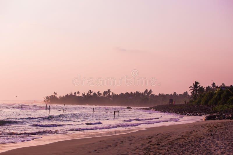 πορφυρή ακτή ηλιοβασιλέματος στοκ φωτογραφίες
