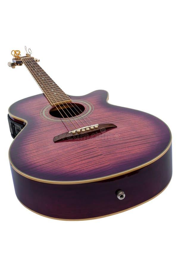 Πορφυρή ηλεκτρο ακουστική κιθάρα που απομονώνεται στοκ φωτογραφία με δικαίωμα ελεύθερης χρήσης