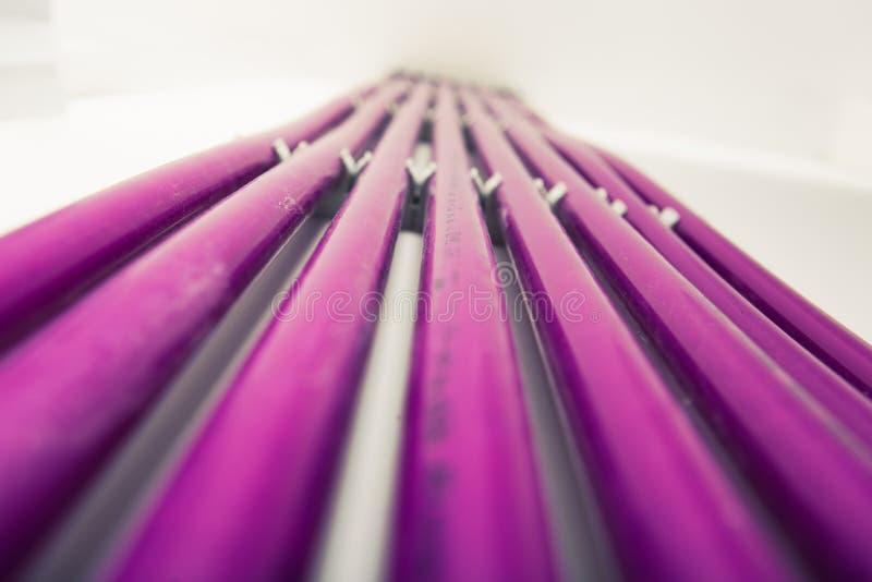 Πορφυροί πλαστικοί σωλήνες του συστήματος underfloor θέρμανσης στοκ φωτογραφία με δικαίωμα ελεύθερης χρήσης