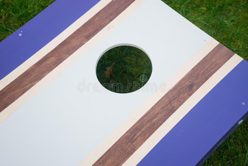 Πορφυρό παιχνίδι εκτινάξεων τσαντών φασολιών Cornhole στοκ φωτογραφία με δικαίωμα ελεύθερης χρήσης