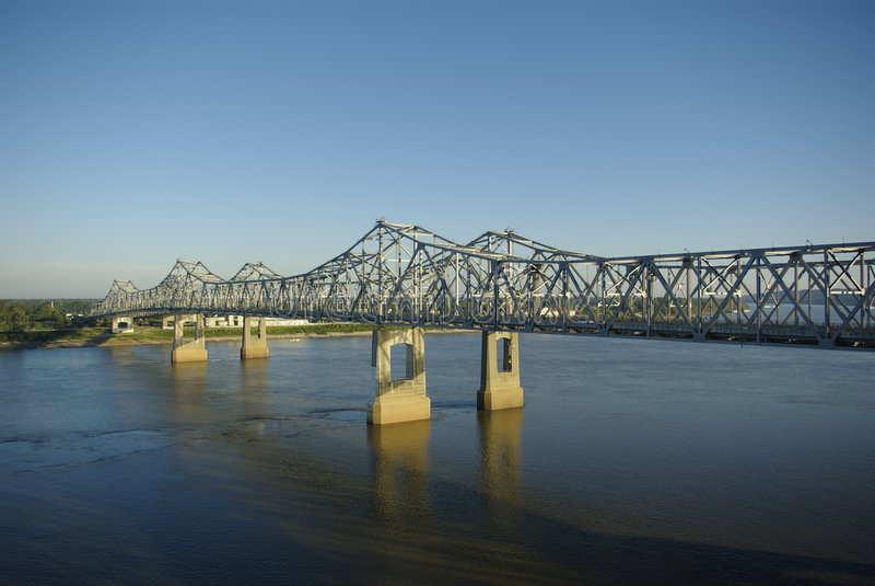 ποτάμι Μισισιπή γεφυρών στοκ εικόνα με δικαίωμα ελεύθερης χρήσης