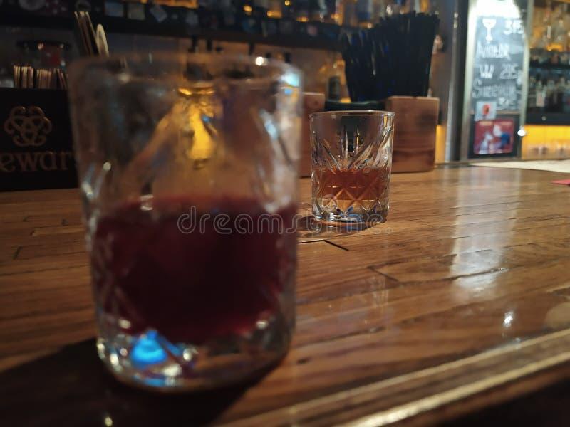 Ποτά στο φραγμό στοκ εικόνες