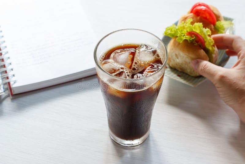 Ποτήρι παγωμένου του κρύο καφέ στοκ φωτογραφία με δικαίωμα ελεύθερης χρήσης