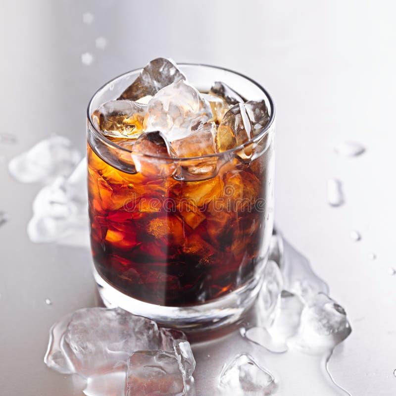 Ποτήρι της κόλας και του πάγου στοκ φωτογραφία