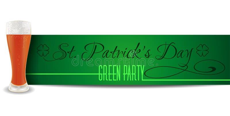 Ποτήρι της μπύρας σε ένα υπόβαθρο της πράσινης ημέρας του ST Patricks εμβλημάτων απεικόνιση αποθεμάτων