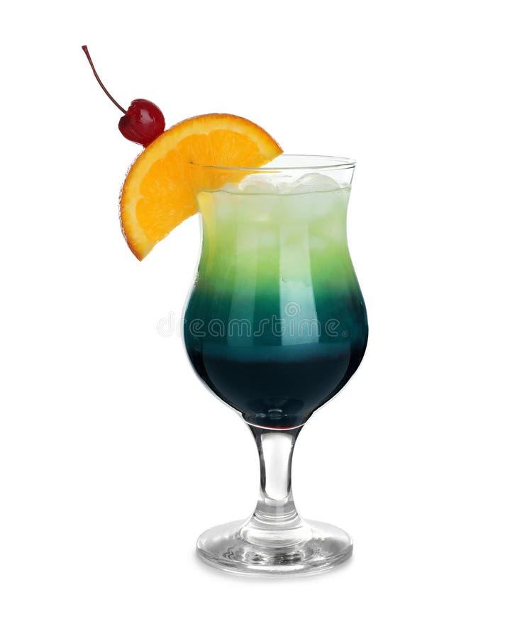 Ποτήρι του μπλε κοκτέιλ λιμνοθαλασσών στο λευκό στοκ εικόνες