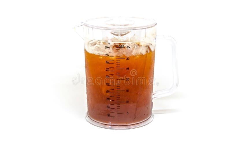 Ποτήρι του τσαγιού πάγου με το λεμόνι στο άσπρο υπόβαθρο στοκ εικόνες με δικαίωμα ελεύθερης χρήσης