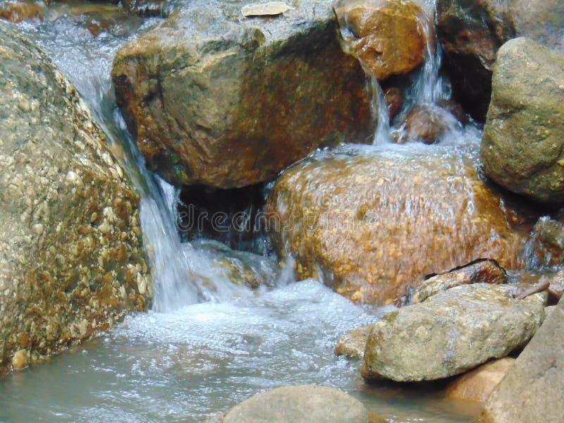 Ποταμοί Creeks, υδάτινοι λίθοι Montaña nataleza στοκ φωτογραφίες