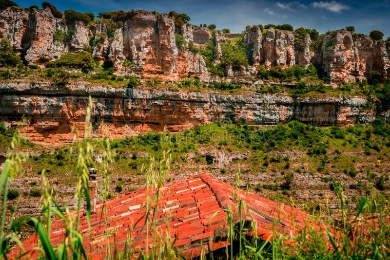 Ποταμός Έβρου φαραγγιών Orbaneja del Castillo στοκ φωτογραφίες