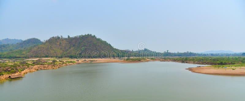 ποταμός βουνών τοπίων karnataka της Ινδίας hampi στοκ φωτογραφίες