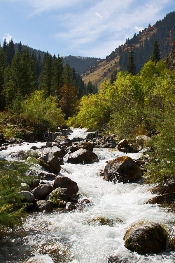 ποταμός βουνών στοκ φωτογραφίες