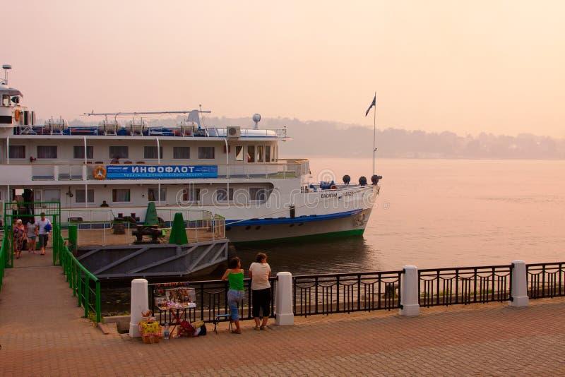Download Ποταμός Βόλγας και ταχύπλοο σκάφος Εκδοτική Στοκ Εικόνες - εικόνα από ροζ, ηλιοβασίλεμα: 22780273