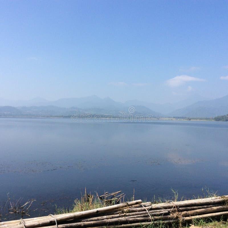 Ποταμός λιβαδιών άποψης φυσικός στοκ εικόνες με δικαίωμα ελεύθερης χρήσης