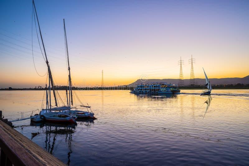 Ποταμός και βάρκες του Νείλου στοκ εικόνα