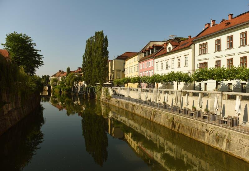 Ποταμός και κτήρια Ljubljanica στο κέντρο Λουμπλιάνα, Σλοβενία στοκ φωτογραφίες με δικαίωμα ελεύθερης χρήσης