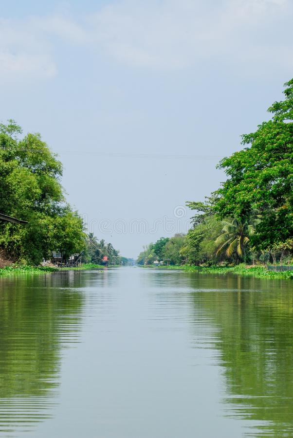 Ποταμός και πράσινη φύση στοκ φωτογραφία με δικαίωμα ελεύθερης χρήσης