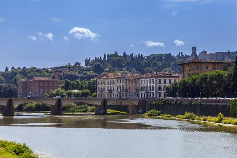 Ποταμός και Florentine παλάτια Φλωρεντία, Ιταλία Arno στοκ εικόνες με δικαίωμα ελεύθερης χρήσης