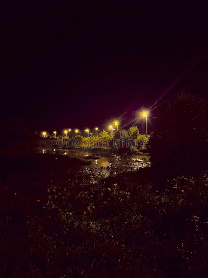 Ποταμός νύχτας σε μια χώρα στοκ φωτογραφίες με δικαίωμα ελεύθερης χρήσης