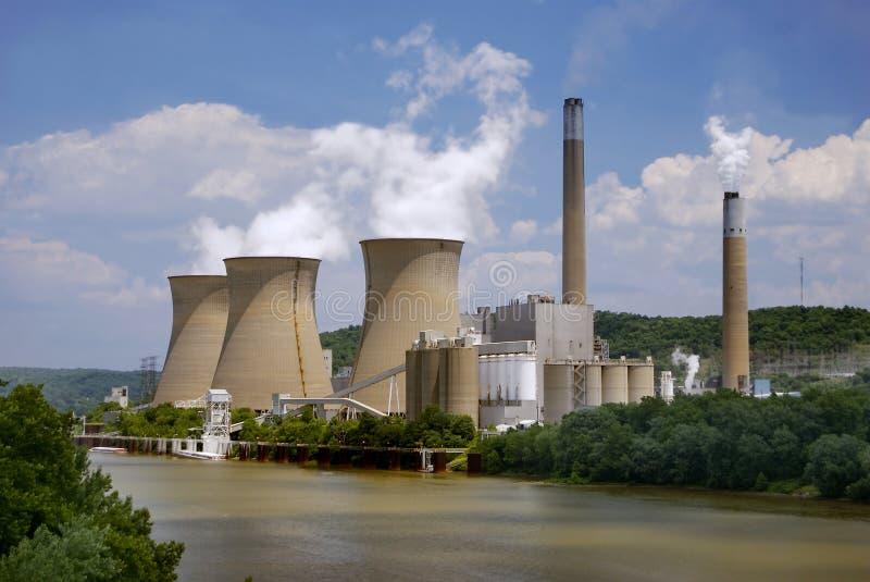 ποταμός πυρηνικών εγκατα&si στοκ φωτογραφίες