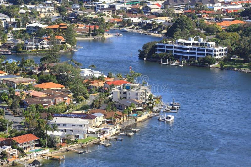 ποταμός πόλεων στοκ φωτογραφία με δικαίωμα ελεύθερης χρήσης