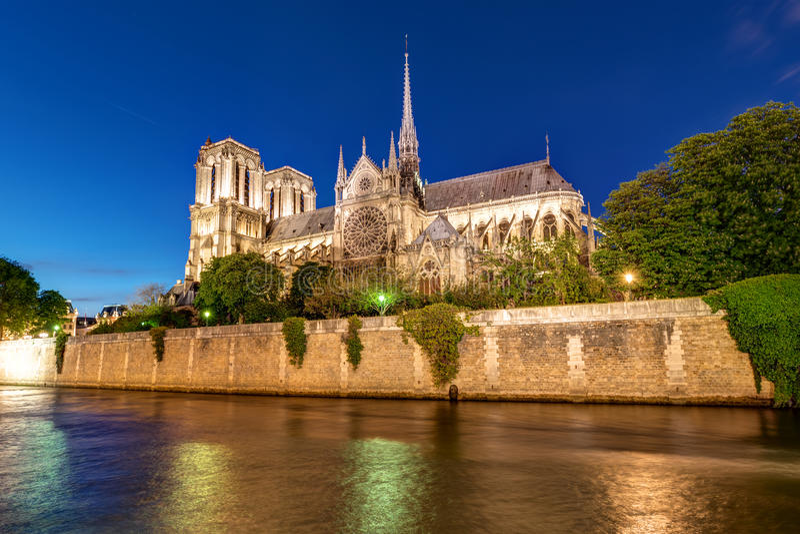 Ποταμός Σηκουάνας και Notre Dame στοκ φωτογραφία με δικαίωμα ελεύθερης χρήσης