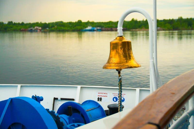 Ποταμός σκαφών κουδουνιών στοκ φωτογραφία με δικαίωμα ελεύθερης χρήσης