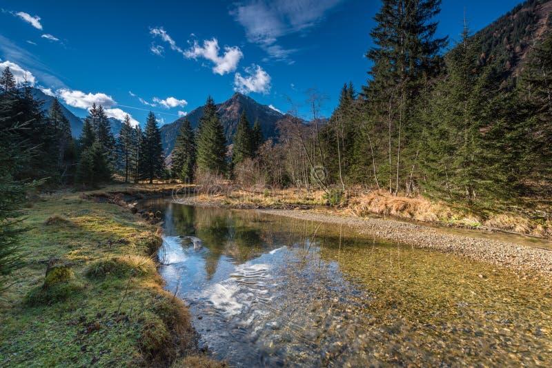 Ποταμός στα όρη στοκ φωτογραφίες με δικαίωμα ελεύθερης χρήσης