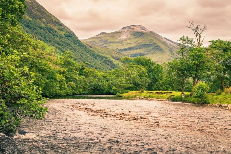Ποταμός στην κοιλάδα του Glen Nevis, Σκωτία στοκ εικόνες