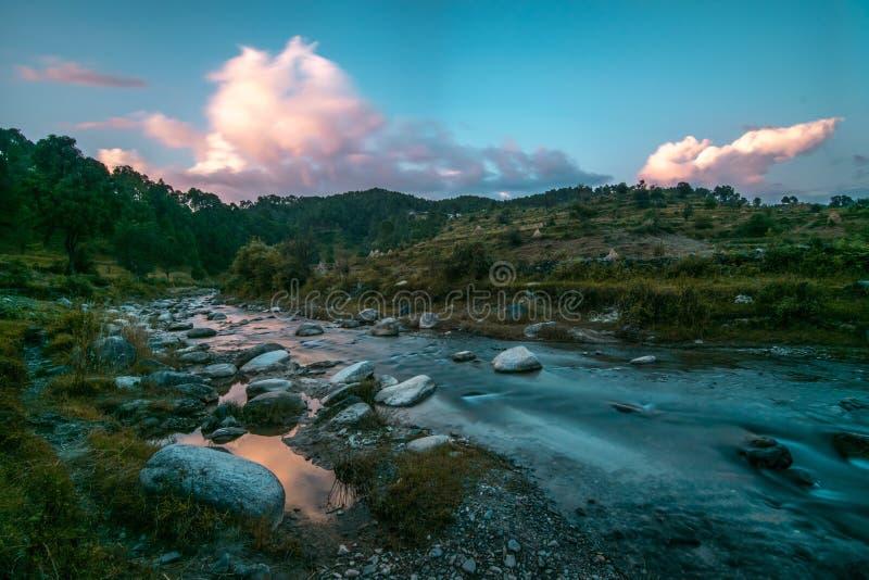 Ποταμός στο βουνό στοκ φωτογραφίες
