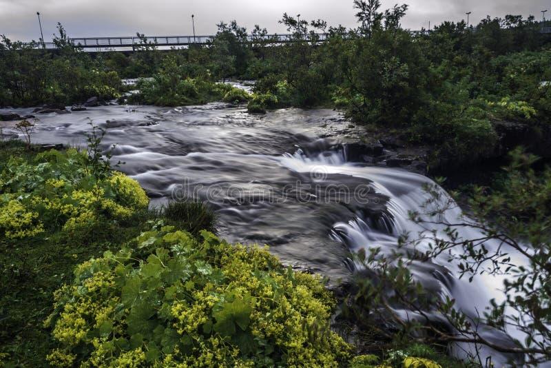 Ποταμός στο κύριο Ρέικιαβικ στοκ εικόνα με δικαίωμα ελεύθερης χρήσης