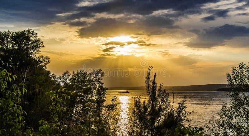 Ποταμός τοπίων βραδιού στοκ φωτογραφία με δικαίωμα ελεύθερης χρήσης