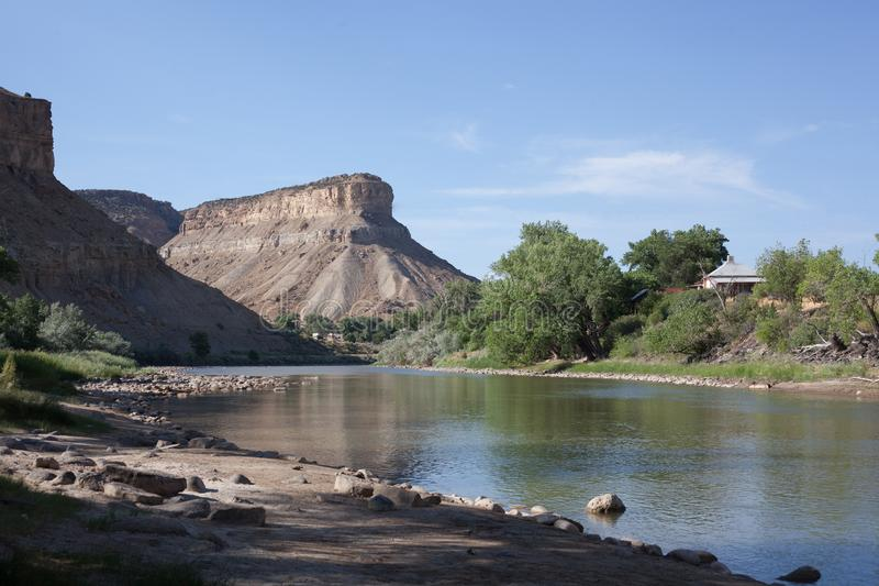 Ποταμός του Κολοράντο κοντά σε διακρατικά 70 στην περιοχή περιφραγμάτων στοκ φωτογραφίες