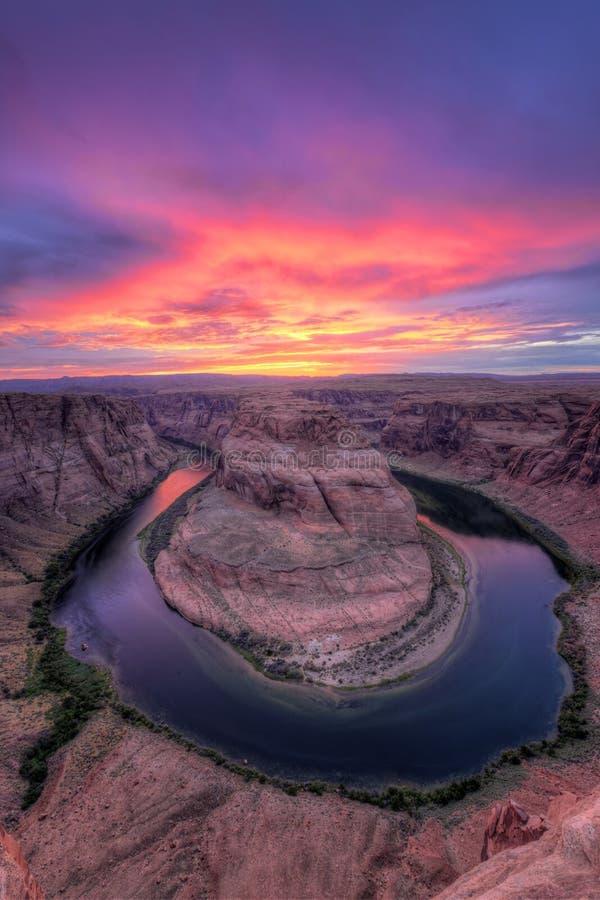Ποταμός του Κολοράντο, πεταλοειδής κάμψη στο ηλιοβασίλεμα στοκ φωτογραφία
