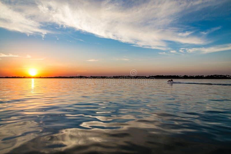 Ποταμός του Παράνα, Βραζιλία Τα σύνορα του Σάο Πάολο και Mato Grosso sul στοκ εικόνες