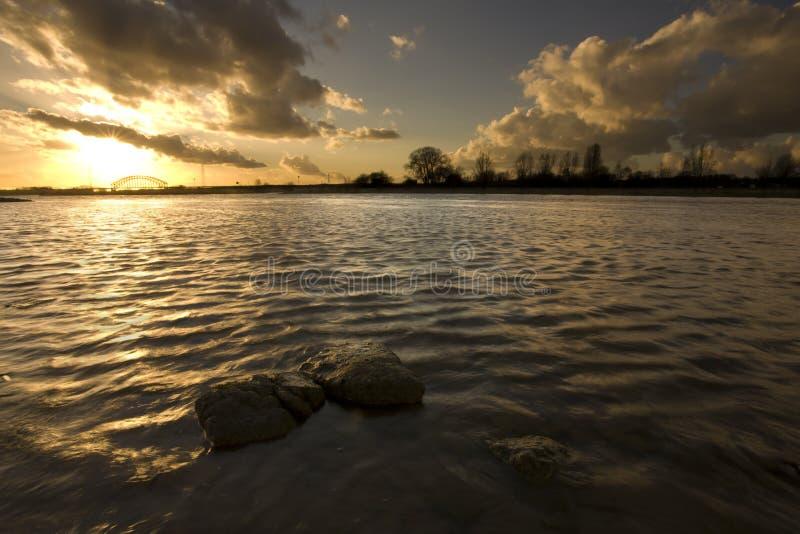 ποταμός του Ρήνου γεφυρώ&n στοκ εικόνα με δικαίωμα ελεύθερης χρήσης