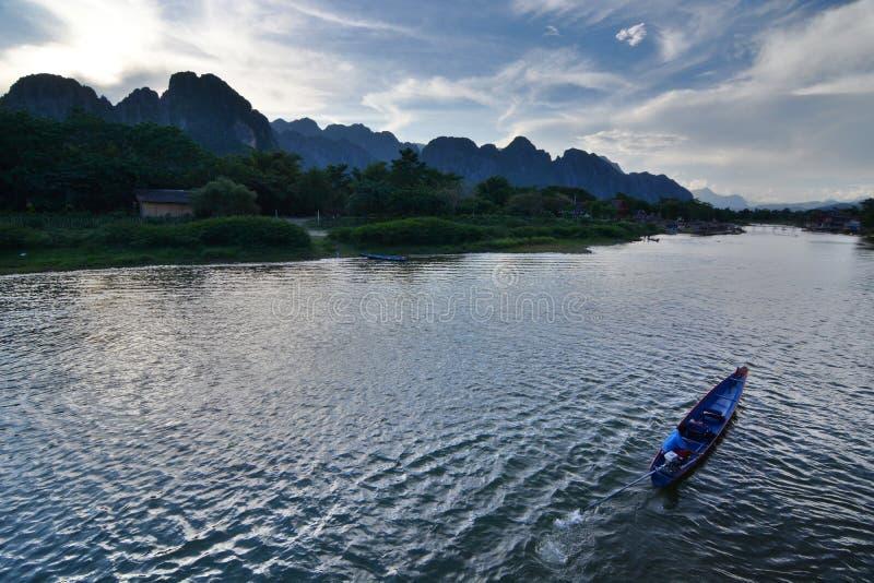 Ποταμός τραγουδιού Nam στο σούρουπο Vang Vieng Λάος στοκ φωτογραφίες με δικαίωμα ελεύθερης χρήσης